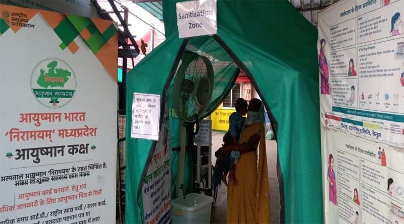 घोड़ाडोंगरी- सामुदायिक स्वास्थ्य केंद्र घोड़ाडोंगरी में अग्रवाल समाज द्वारा लगाया गया सैनिटाइजिंग मशीन