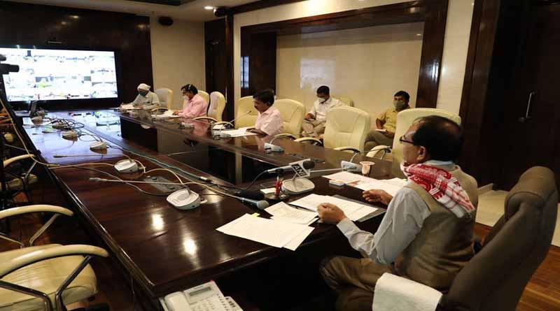 मुख्यमंत्री श्री चौहान ने की वीडियो कांफ्रेंस से कलेक्टर्स-कमिश्नर्स से चर्चा