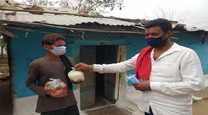 रामनवमी के अवसर पर शिव भक्तों ने किये जरूरतमंदों को अनाज, हरी सब्जी और माक्स वितरित